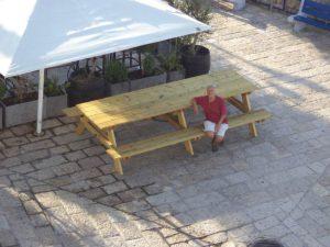 שולחן פיקניק גדול ויפה